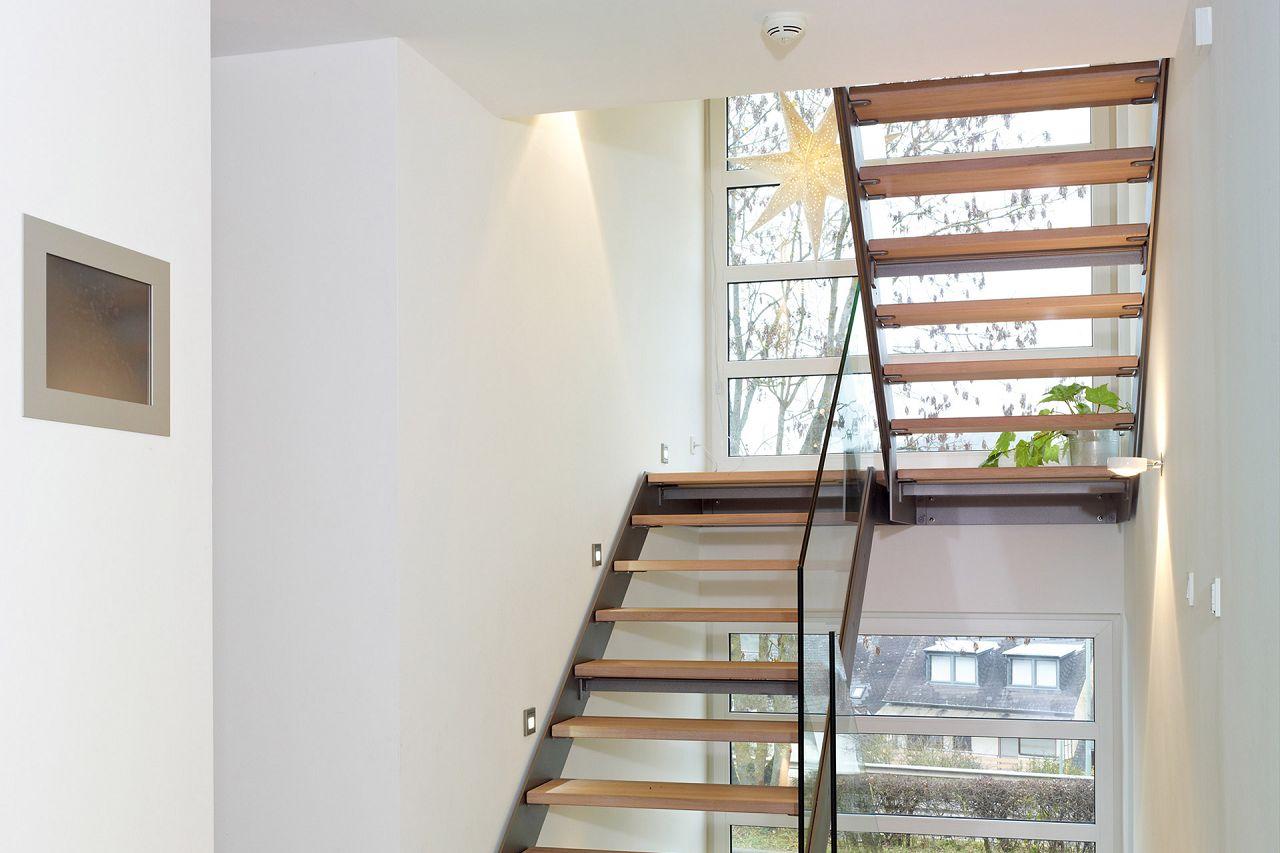Hochwertig Treppenhaus Lichtdurchflutet Und Offen In Einer Stadtvilla Vom Hersteller  Streif